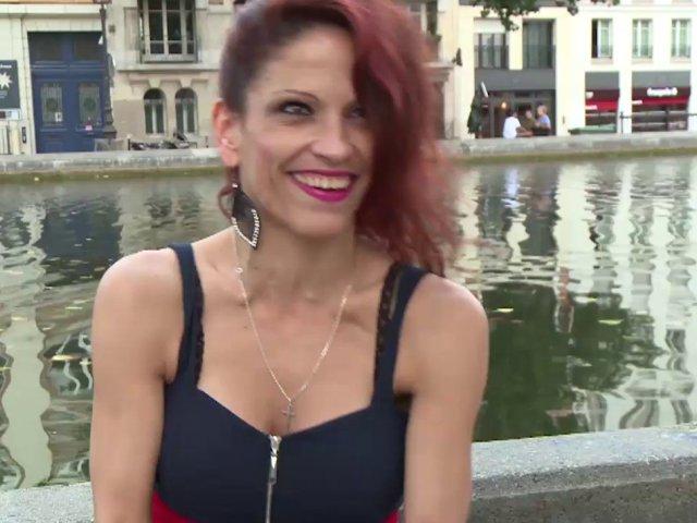 Nikki la jolie amatrice Roumaine veut devenir porno star en France