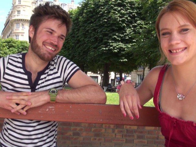 Une parisienne de 22 ans avec de jolis petits seins nous offre son cul