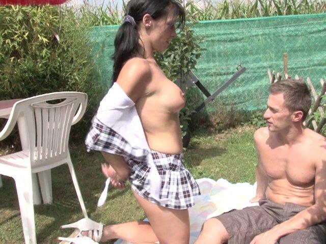 Révisions qui vire au porno pour ce jeune couple amateur